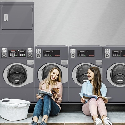 Illustration: residents enjoying the uality of Speed Queen professional washers and dryers in a collective laundry room (OPL)